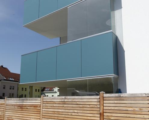Balkongeländer mit Fassadenplatte