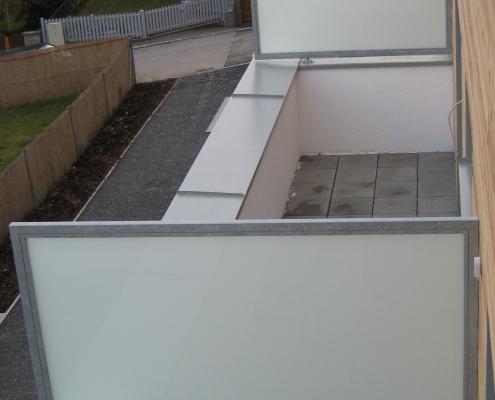 Balkontrennwand verzinkt mit satiniertem Glas