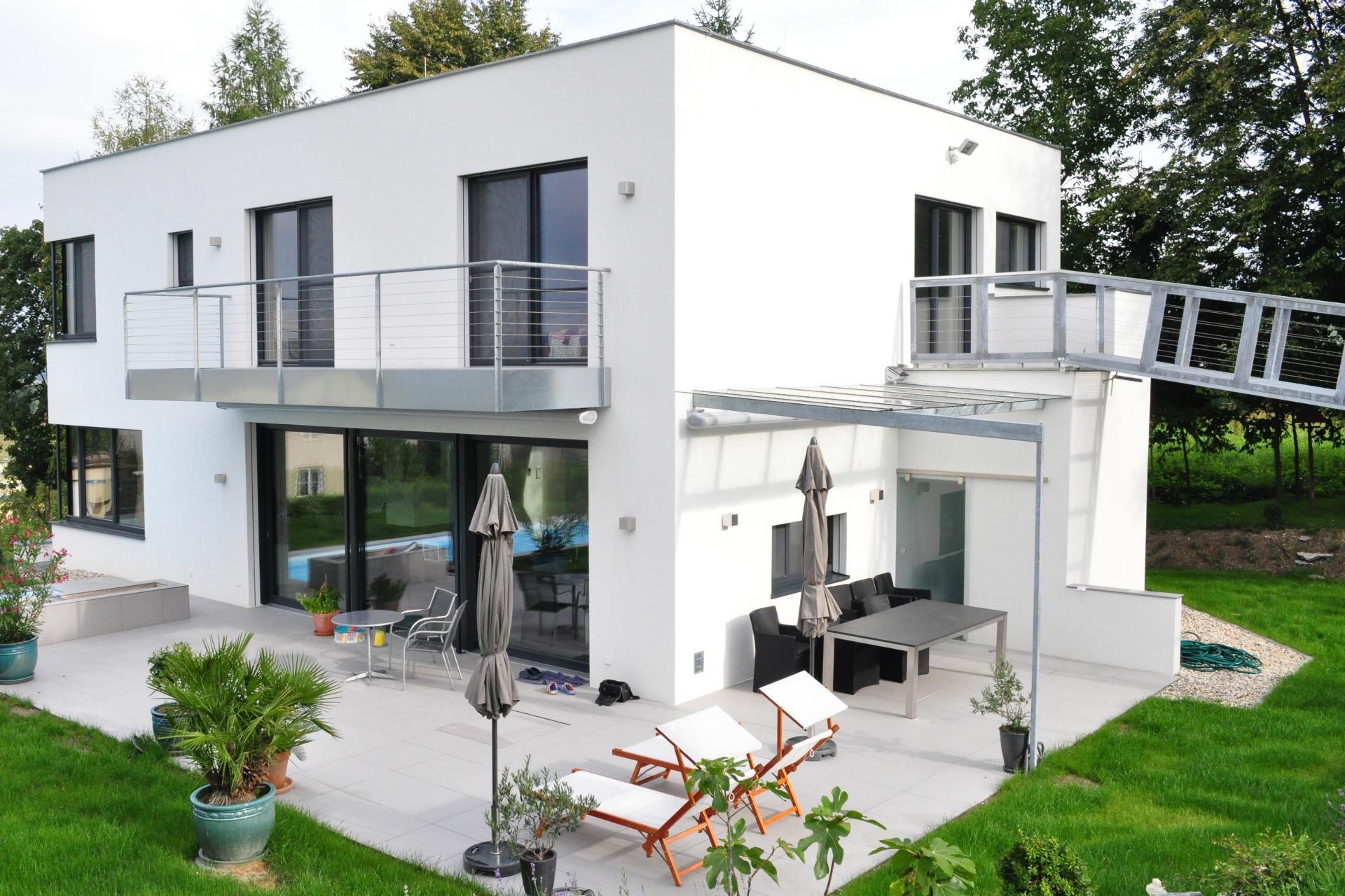 Balkongeländer und Terrassenüberdachung verzinkt