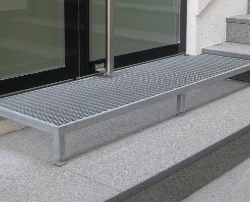 Treppe Eingang verzinkt mit Gitterrost