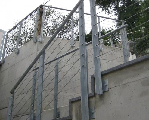 Geländer verzinkt mit Edelstahlseilen