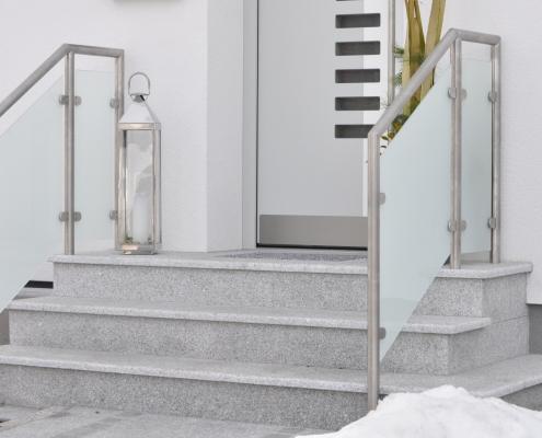 Geländer Edelstahl mit satiniertem Glas
