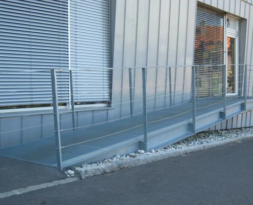 Rampe Eingang verzinkt mit Geländer Edelstahlseile